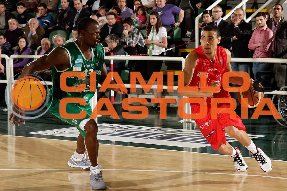 DESCRIZIONE : Avellino Lega A 2010-11 Air Avellino Armani Jeans Milano<br /> GIOCATORE : Ibrahim Jaaber<br /> SQUADRA : Armani Jeans Milano<br /> EVENTO : Campionato Lega A 2010-2011<br /> GARA : Air Avellino Armani Jeans Milano<br /> DATA : 03/04/2011<br /> CATEGORIA : palleggio<br /> SPORT : Pallacanestro<br /> AUTORE : Agenzia Ciamillo-Castoria/A.De Lise<br /> Galleria : Lega Basket A 2010-2011<br /> Fotonotizia : Avellino Lega A 2010-11 Air Avellino Armani Jeans Milano<br /> Predefinita :