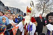 Nederland, Nijmegen, 13-11-2016 Aankomst, intocht van de Sint. Er waren Zwarte Pieten . Foto: Flip Franssen