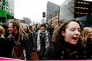 Een paar honderd studenten demonstreren op de studentencampus De Uithof in Utrecht tegen de voorgenomen bezuinigingen op het onderwijs.<br /> <br /> A couple of hundred students are demonstrating at the university campus Uithof in Utrecht against the cutbacks on education.