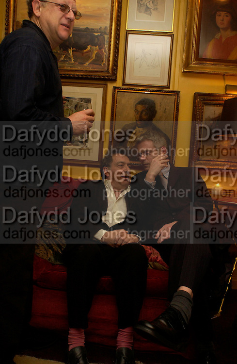 Jeremy Thomas, Bernardo Bertolucci and Stephen Daldry. Artists Independent Networks  Pre-BAFTA Party at Annabel's co hosted by Charles Finch and Chanel. Berkeley Sq. London. 11 February 2005. . ONE TIME USE ONLY - DO NOT ARCHIVE  © Copyright Photograph by Dafydd Jones 66 Stockwell Park Rd. London SW9 0DA Tel 020 7733 0108 www.dafjones.com