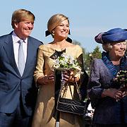 NLD/Rhenen/20120430 - Koninginnedag 2012 Rhenen, koninging Beatrix, Willem -Alexander en partner Maxima