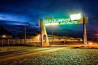Portal de entrada da cidade. São Lourenço do Oeste, Santa Catarina, Brasil. / <br /> City gate at the entrance of the town. São Lourenço do Oeste, Santa Catarina, Brazil.
