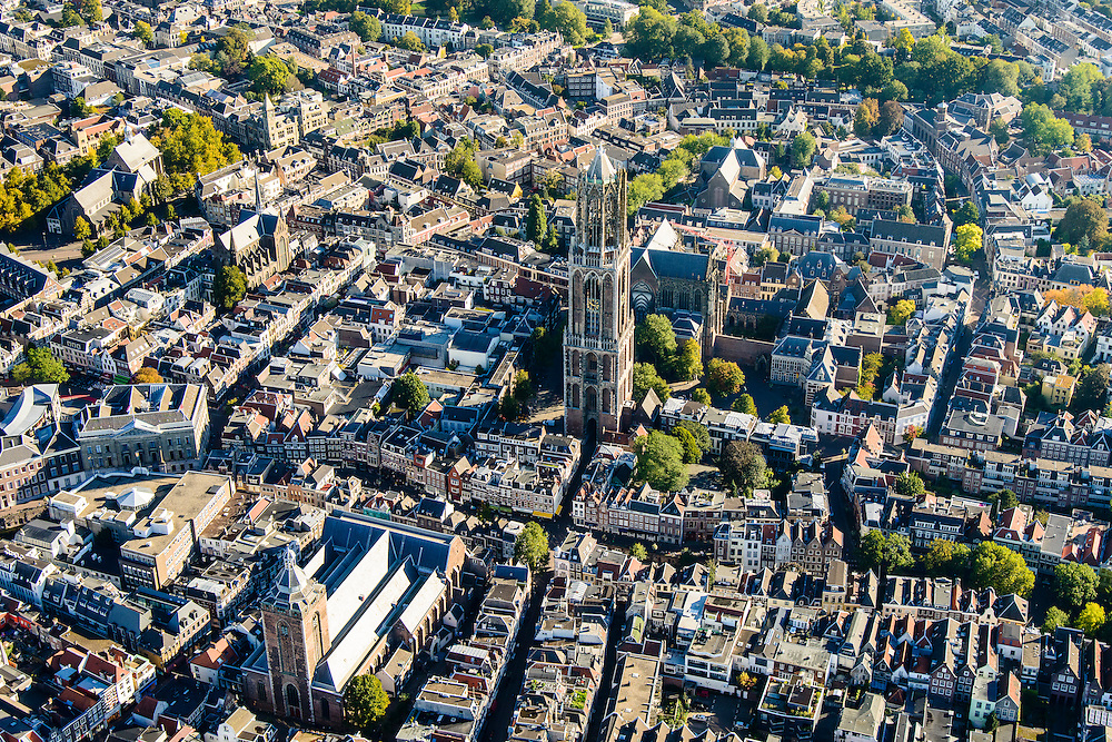 Nederland, Utrecht, Gemeente Utrecht, 30-09-2015; de Utrechtse binnenstad,  Domplein met Domtoren en Domkerk. Buurkerk in de voorgrond, Vismarkt, Oudegracht.<br /> Downtown Utrecht and city centre.<br /> luchtfoto (toeslag op standard tarieven);<br /> aerial photo (additional fee required);<br /> copyright foto/photo Siebe Swart