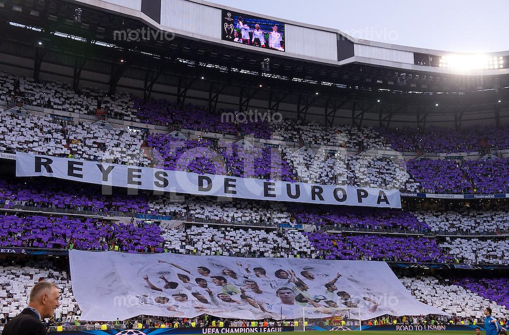 FUSSBALL  CHAMPIONS LEAGUE  HALBFINAL  HINSPIEL  SAISON 2013/2014    Real Madrid - FC Bayern Muenchen       23.04.2014 Real Madrid Fans mit einer Fanchoreographie im Santiago Bernabeu Stadion in Madrid
