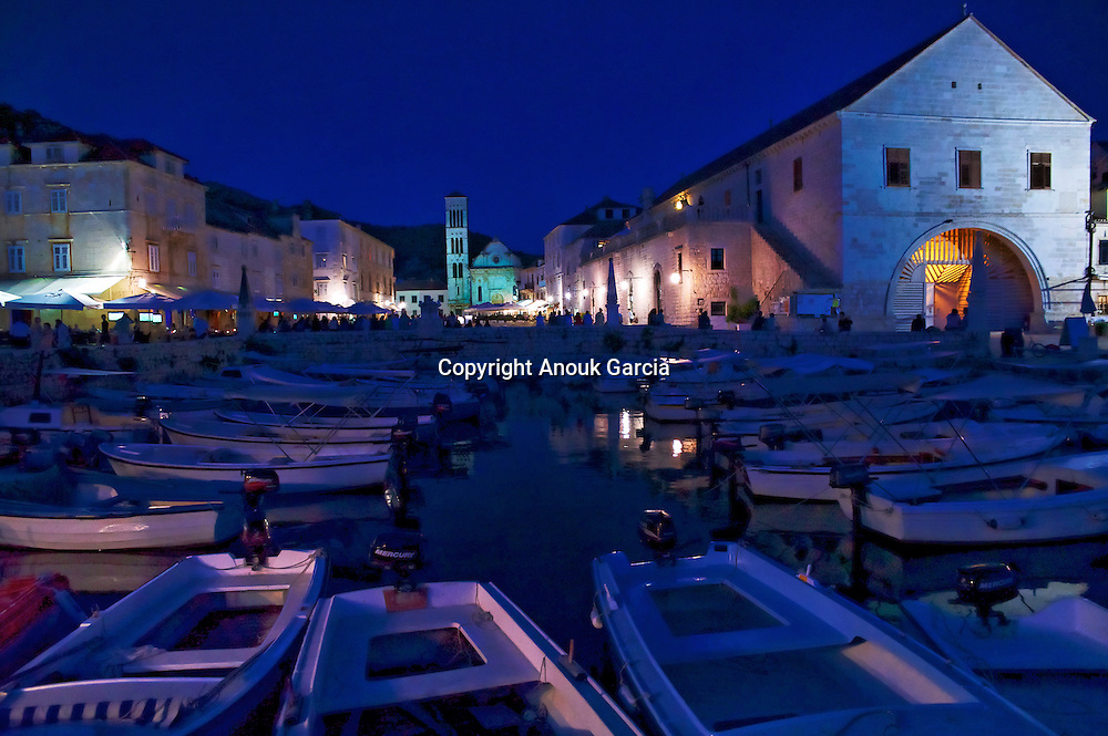 Hvar village and harbour area | Port et marina de Hvar
