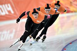 21-02-2014 SCHAATSEN: OLYMPIC GAMES: SOTSJI<br /> Halve finale team pursuit Nederland tegen Polen / Jan Blokhuijsen, Koen Verweij en Sven Kramer<br /> ©2014-FotoHoogendoorn.nl