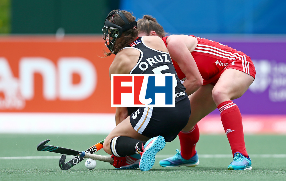 New Zealand, Auckland - 18/11/17  <br /> Sentinel Homes Women&rsquo;s Hockey World League Final<br /> Harbour Hockey Stadium<br /> Copyrigth: Worldsportpics, Rodrigo Jaramillo<br /> Match ID: 10293 - ENG vs GER<br /> Photo: (5) ORUZ Selin against (31) BALSDON Grace