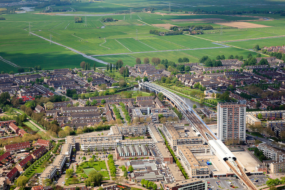 Nederland, Zuid-Holland, Rotterdam, 09-05-2013; Spijkenisse. Eindpunt Metro RET, De Akkers.<br /> Terminus subway, beginning country side, Rotterdam region. <br /> luchtfoto (toeslag op standard tarieven)<br /> aerial photo (additional fee required)<br /> copyright foto/photo Siebe Swart