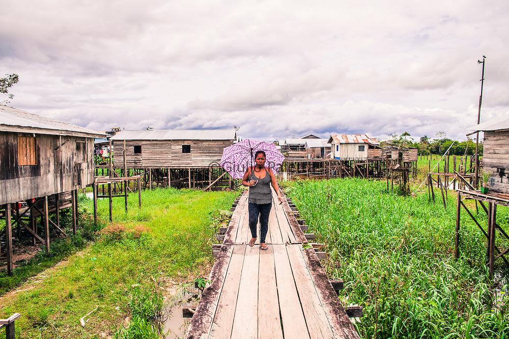 Islândia, Peru. A quiet  fishing village on the border between Peru and Brazil along the Yavarí river, Amazonia