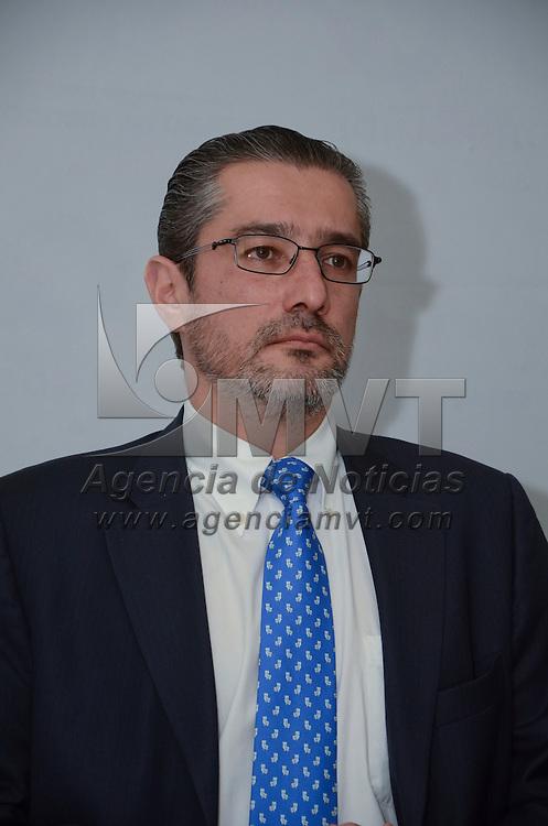 Toluca, México.- El Procurador de Justicia de la entidad, Alejandro Gómez Sánchez, durante conferencia de prensa en donde se desmintió categóricamente los rumores de los casos de robo o secuestros de menores, ni se cuenta con denuncias de este tipo en la Procuraduría General de Justicia.  Agencia MVT / José Hernández