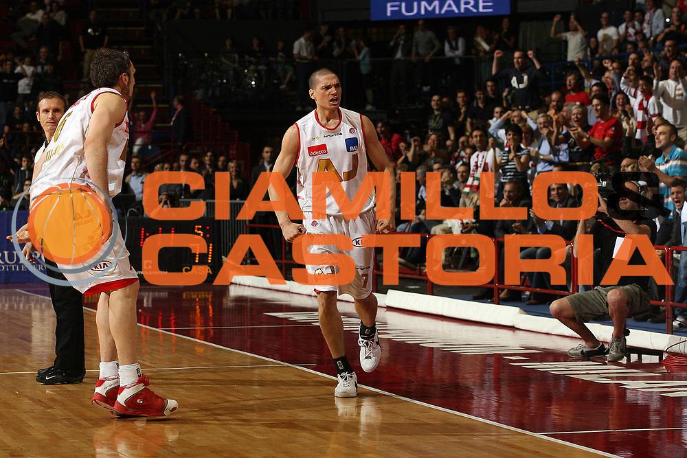 DESCRIZIONE : Milano Lega A1 2006-07 Playoff Semifinale Gara 1 Armani Jeans Milano VidiVici Virtus Bologna<br /> GIOCATORE : Nate Green<br /> SQUADRA : Armani Jeans Milano<br /> EVENTO : Campionato Lega A1 2006-2007 Playoff Semifinale Gara 1<br /> GARA : Armani Jeans Milano VidiVici Virtus Bologna<br /> DATA : 30/05/2007 <br /> CATEGORIA : Esultanza<br /> SPORT : Pallacanestro <br /> AUTORE : Agenzia Ciamillo-Castoria/M.Marchi