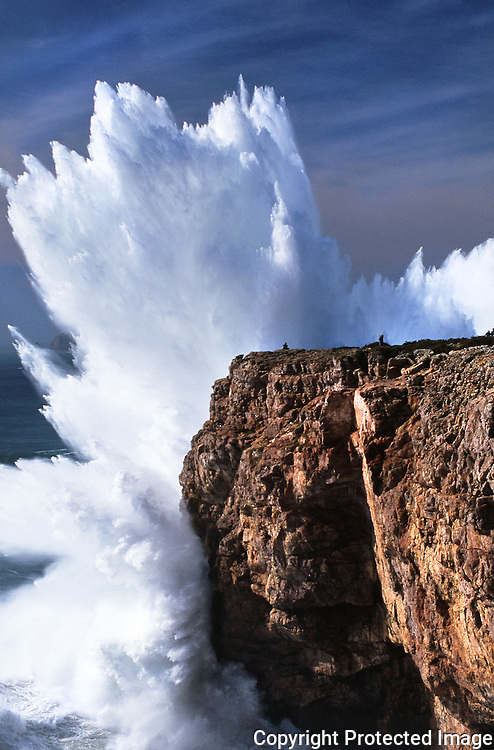 Huge wave crashing aginst the Fortaleza de Sagres cliffs, on March 10, 2003.