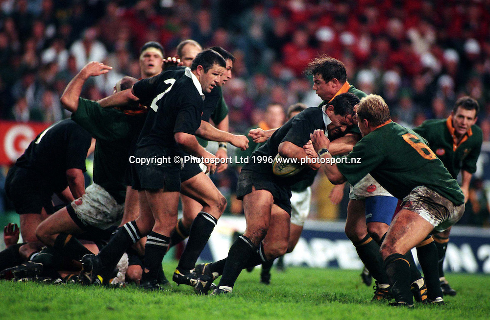 Zinzan Brooke in action during the rugby union test match between the All Blacks and South Africa, Cape Town, 1996.  PHOTO: Andrew Cornaga/PHOTOSPORT