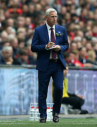 Crystal Palace Manager Alan Pardew makes notes - Mandatory by-line: Robbie Stephenson/JMP - 21/05/2016 - FOOTBALL - Wembley Stadium - London, England - Crystal Palace v Manchester United - The Emirates FA Cup Final