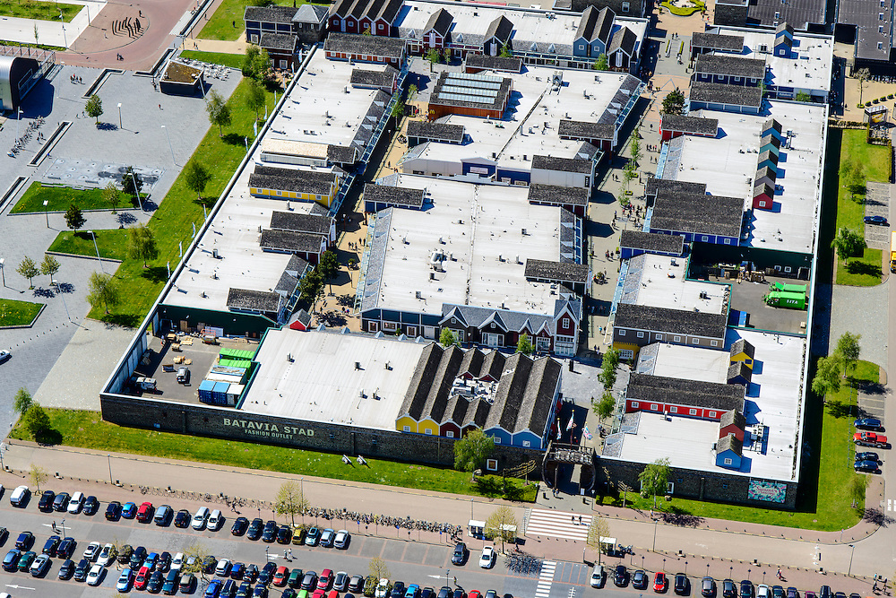 Nederland, Flevoland, Lelystad, 07-05-2015. Shopping center en Fashion Outlet Bataviastad.<br /> Shopping Center and Fashion Outlet Bataviastad.<br /> luchtfoto (toeslag op standard tarieven);<br /> aerial photo (additional fee required);<br /> copyright foto/photo Siebe Swart