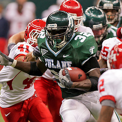 Oct 17, 2009; New Orleans, LA, USA; Tulane Green Wave running back Andre Anderson (32) breaks away from a group of Houston Cougars defenders during a game at the Louisiana Superdome. Houston defeated Tulane 44-16.   Mandatory Credit: Derick E. Hingle-US PRESSWIRE