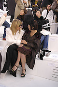 Aliona Doletskaya ( ed of russian Vogue ) and isabella Blow, Chanel couture fashion show. Grand Palais, Ave Winston Churchill. Paris. 24  January  2006.  ONE TIME USE ONLY - DO NOT ARCHIVE  © Copyright Photograph by Dafydd Jones 66 Stockwell Park Rd. London SW9 0DA Tel 020 7733 0108 www.dafjones.com