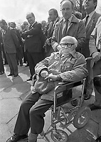 Irish Citizen Army Veteran Louis Byrne from Cabra at the 1916 Commemoration Ceremony at Arbour Hill, 07/05/1986 (Part of the Independent Newspapers Ireland/NLI Collection).