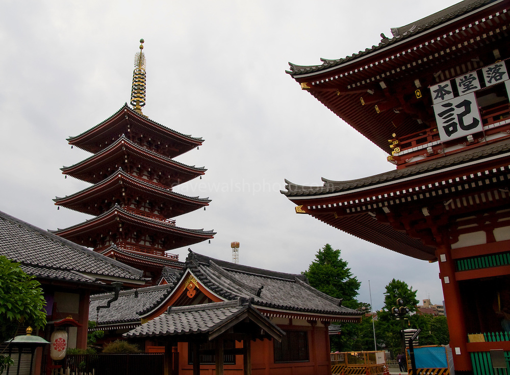 Pagoda at the Hozomon gate and the Senso-ji temple, Asakusa