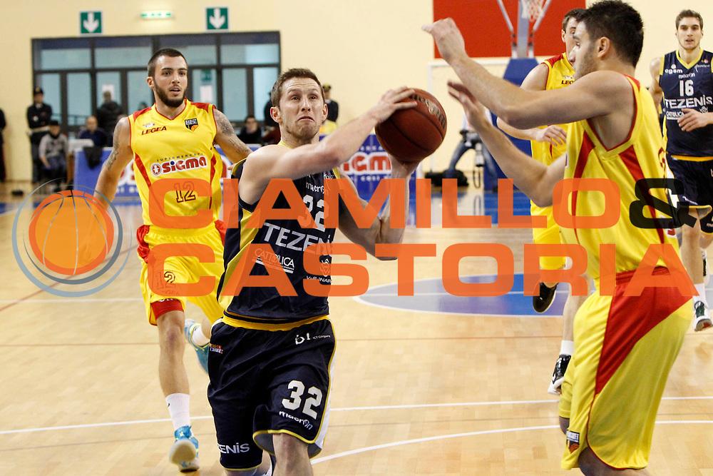 DESCRIZIONE : Pala Tricoli Cefalu Campionato Lega Basket A2 2012-13 Sigma Basket Barcellona Tezenis Verona<br /> GIOCATORE : Richard McConnell<br /> SQUADRA : Tezenis Verona<br /> EVENTO : Campionato Lega Basket A2 2012-2013<br /> GARA : Sigma Basket Barcellona Tezenis Verona<br /> DATA : 17/02/2013<br /> CATEGORIA : Penetrazione Tiro<br /> SPORT : Pallacanestro <br /> AUTORE : Agenzia Ciamillo-Castoria/G.Pappalardo<br /> Galleria : Lega Basket A2 2012-2013 <br /> Fotonotizia : Pala Tricoli Cefalu Campionato Lega Basket A2 2012-13 Sigma Basket Barcellona Tezenis Verona<br /> Predefinita :