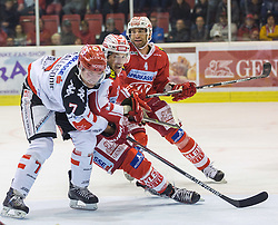 02.10.2015, Stadthalle, Klagenfurt, AUT, EBEL, EC KAC vs HC TWK Innsbruck Die Haie, im Bild Dustin Vanballegooie (HC TWK Innsbruck Die Haie #7), Manuel Ganahl (EC KAC, #17)8, Mark Popovic (EC KAC, #4) // during the Erste Bank Eishockey League match betweeen EC KAC and HC TWK Innsbruck Die Haie at the City Hall in Klagenfurt, Austria on 2015/190/02. EXPA Pictures © 2015, PhotoCredit: EXPA/ Gert Steinthaler