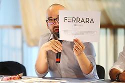 MASSIMO MAISTO CON IL LOGO FERRARA FEELINGS<br /> CONVEGNO VACANZE CULTURA COMACCHIO MANIFATTURA MARINATI