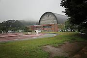 Onagawa - Centre de réfugiés Undôjô sôgô taikukan - Juin 2011<br /> Depuis le 11 mars, la population est logée dans le Undôjô sôgô taikukan, complexe sportif à la sortie de la ville. Bien que beaucoup aient pu rejoindre leurs familles ou se faire allouer par l'état une habitation provisoire, les salles sont encore largement peuplées.