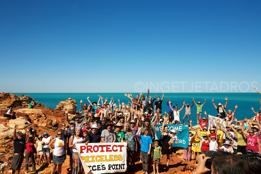 Broome 's anti-gas campaigners together with ex Green Leader Bob Brown , Melissa Parrke and Sea Sheperds Director Jeff Hansen at Gantheaume Point, Broome,WA.2012