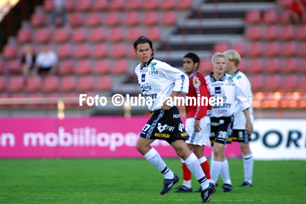 5.7.2001 Pori, Finland. Veikkausliiga, FC Jazz v FC Haka. Timo Kapola (Haka)..©JUHA TAMMINEN