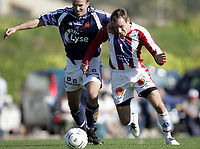 Fotball<br /> Trening La Manga<br /> 26.02.07<br /> Viking - Tromsø TIL<br /> Joel Lindpere kjemper seg foran Trygve Nygaard<br /> Foto - Kasper Wikestad