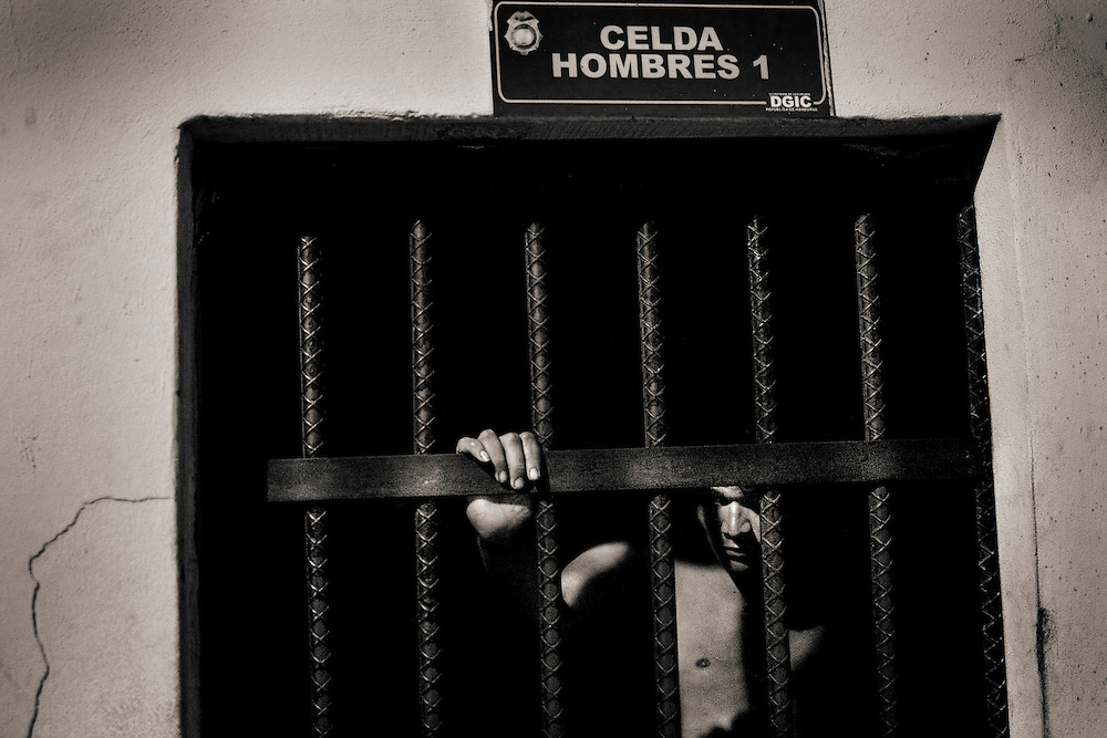 Cells of the first police station in San Pedro Sula. Theft by prisoners and unidentified drug trafficking<br /> CELDAS DE LA PRIMERA ESTACION POLICIAL.<br /> PRESOS POR ROBO Y TRAFICO DE DROGAS SIN IDENTIFICAR