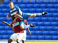 Photo: Daniel Hambury.<br /> Reading v Burnley. Coca Cola Championship.<br /> 29/08/2005.<br /> Reading's Steve Sidwell climbs above Burnley's Gifton Noel-Williams.