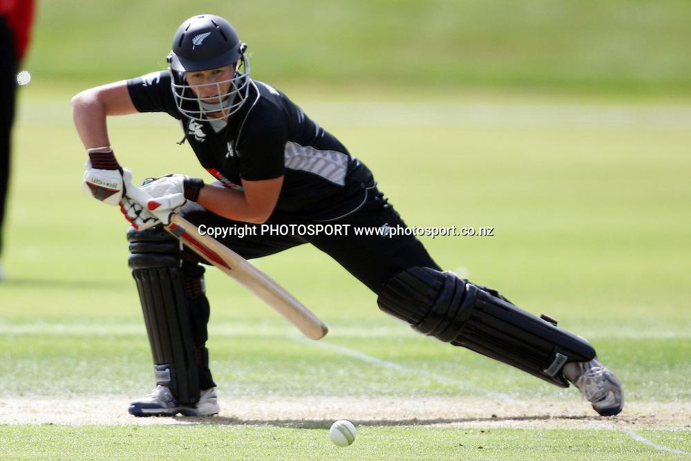 Aimee Watkins batting, New Zealand White Ferns v Australia, Rosebowl cricket series, One day international, Queenstown Events Centre, Queenstown. 3 March 2010. Photo: William Booth/PHOTOSPORT