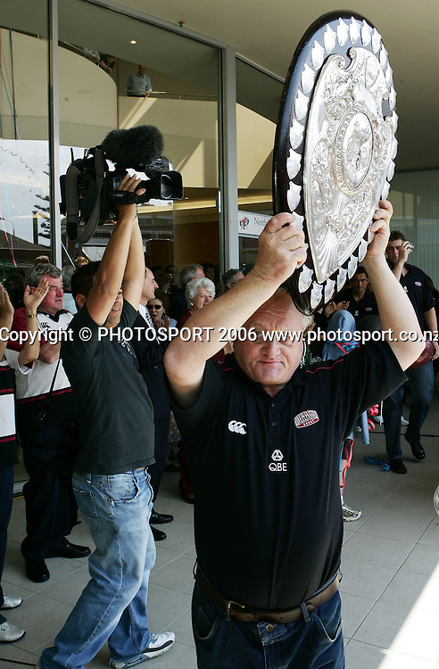 North Harbour trainer Spy Kelly holds up the Ranfurly Shield before the street parade for the North Habour Air NZ Cup team who won the Ranfurly Shield last weekend, at Takapuna, Auckland, on Thursday 28 September 2006. Photo: Tim Hales/PHOTOSPORT