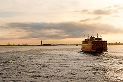 THEMENBILD - Eine der bekanntesten und beliebtesten Touristenattraktionen in New York ist die Staten Island Ferry, die zwischen der Suedspitze Manhattans und Staten Island pendelt, im Bild eine der Faehren im Sonnenuntergang mit der Freiheitsstatue, Aufgenommen am 09. August 2016 // One of the best-known and most popular tourist attractions is the Staten Island Ferry, which runs between Manhattan and Staten Island. This picture shows one of the ferry at sunset with the Statue of Liberty, New York City, United States on 2016/08/09. EXPA Pictures © 2016, PhotoCredit: EXPA/ Sebastian Pucher