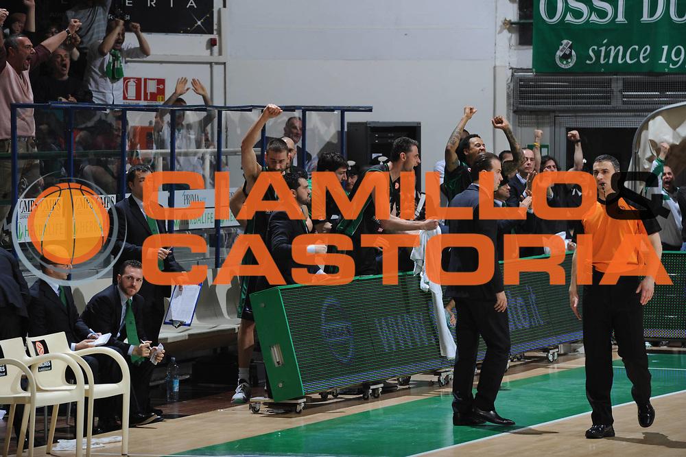 DESCRIZIONE : Siena Eurolega 2010-11 Playoffs Gara 4 Montepaschi Siena Olympiacos<br /> GIOCATORE : Team Montepaschi<br /> SQUADRA : Montepaschi Siena<br /> EVENTO : Eurolega 2010-2011<br /> GARA : Montepaschi Siena Olympiacos<br /> DATA : 31/03/2011<br /> CATEGORIA : Esultanza<br /> SPORT : Pallacanestro <br /> AUTORE : Agenzia Ciamillo-Castoria/GiulioCiamillo<br /> Galleria : Eurolega 2010-2011<br /> Fotonotizia : Siena Eurolega 2010-11 Playoffs Gara 4 Montepaschi Siena Olympiacos<br /> Predefinita :