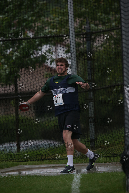 Aleks Rapp of Christ the King SS -Georgetown competes in the junior boys discus at the 2013 OFSAA Track and Field Championship in Oshawa Ontario, Thursday,  June 6, 2013.<br /> Mundo Sport Images / Sean Burges