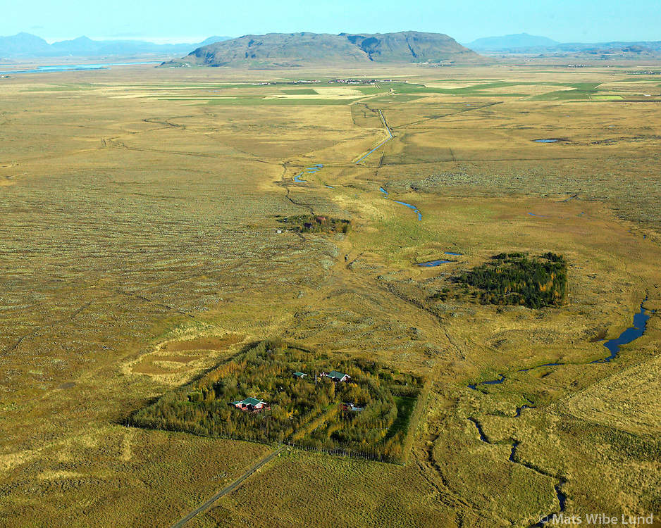 Merkurlaut, áður Mörk Villingaholtshreppur séð til norðurs. Vörðufell í baksýni /  Merkurlaut, former farmsite Mork,Villingaholtshreppur viewing north. Vordufell in background.