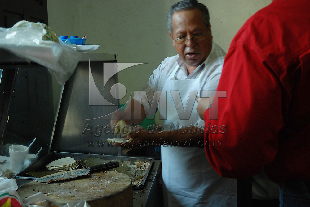 Sultepec, Mex.- Tacos de barbacoa de chivo en el sur del Estado. Agencia MVT / Jos&eacute; Hern&aacute;ndez. (DIGITAL)<br /> <br /> <br /> <br /> NO ARCHIVAR - NO ARCHIVE