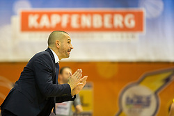 03.12.2017, Walfersamhalle, Kapfenberg, AUT, ABL, ece Bulls Kapfenberg vs UBSC Raifeisen Graz, 10. Runde, im Bild Head Coach, Michael Schrittwieser (Kapfenberg) // during the ABL, 10 th round, between ece Bulls Kapfenberg and UBSC Raifeisen Graz at the Sportscenter Walfersam, Kapfenberg, Austria on 2017/12/03, EXPA Pictures © 2017, PhotoCredit: EXPA/ Dominik Angerer