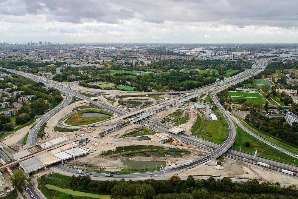 Nederland, Zuid-Holland, Schiedam, 23-10-2013; Kethelplein en aanleg van de verlengde A4 (A4 Delft-Schiedam). A20 richting Rotterdam.<br /> Construction land tunnel of the extended A4 (A4 Delft-Schiedam) between Vlaardingen and Schiedam.<br /> luchtfoto (toeslag op standaard tarieven);<br /> aerial photo (additional fee required);<br /> copyright foto/photo Siebe Swart.