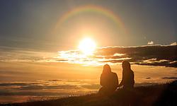 THEMENBILD - zwei Damen genießen den Sonnenuntergang, Edinburgh, Schottland, aufgenommen am 14. Juni 2015 // two ladies enjoy the sunset, Edinburgh, Scotland on 2015/06/14. EXPA Pictures © 2015, PhotoCredit: EXPA/ JFK