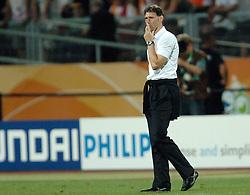 25-06-2006 VOETBAL: FIFA WORLD CUP: NEDERLAND - PORTUGAL: NURNBERG<br /> Oranje verliest in een beladen duel met 1-0 van Portugal en is uitgeschakeld / Marco van Basten<br /> ©2006-WWW.FOTOHOOGENDOORN.NL