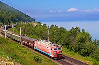 Russie, Sibérie, train transsiberien le long du lac Baïkal, // Russia, Siberia, Trans-siberian train on the bank of Baikal lake.
