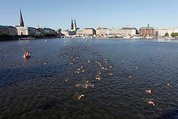 TRIATHLON: Hamburg, 18.07.2010<br />Illustration, Schwimmen<br />© pixathlon