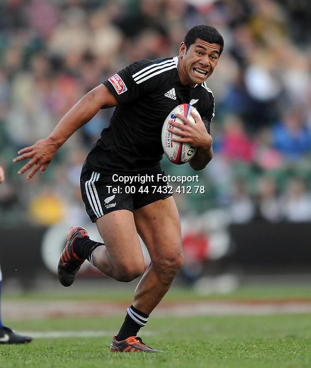 New Zealand's Salesi Piutau breaks upfield.<br /> New Zealand v England, Cup Final, IRB Sevens World Series, round 8, Day 2, Scotstoun Stadium, Glasgow, Scotland, Sunday 6th May 2012.<br /> PLEASE CREDIT ***FOTOSPORT/DAVID GIBSON***