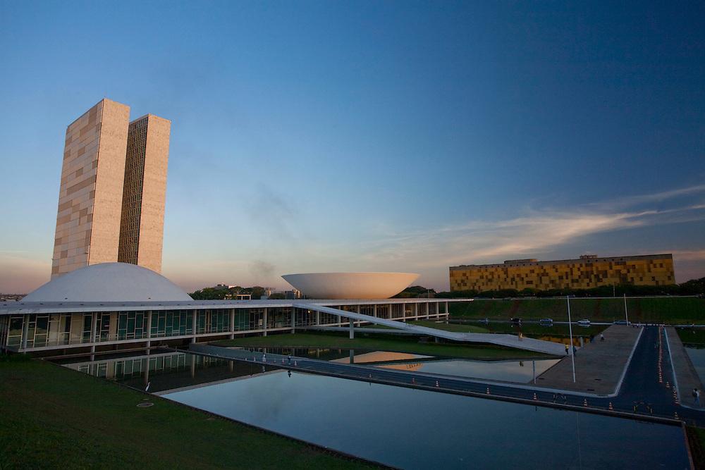 Brasilia_DF, Brasil...Congresso Nacional, projetado pelo arquiteto Oscar Niemeyer em Brasilia, Distrito Federal...National Congress, designed by architect Oscar Niemeyer in Brasilia, Distrito Federal...Foto: JOAO MARCOS ROSA / NITRO