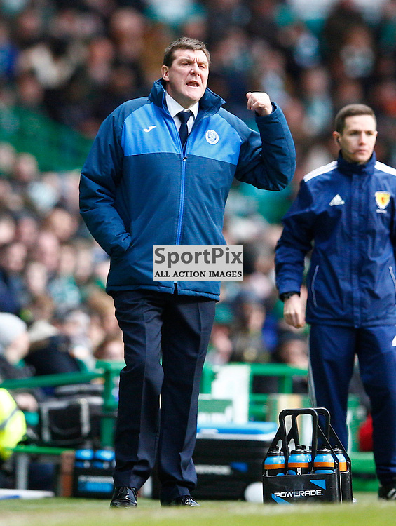 Celtic v St.Johnstone in the Ladbrokes Premiership....Tommy Wright shouts instructions to his team.....(c) STEPHEN LAWSON | SportPix.org.uk