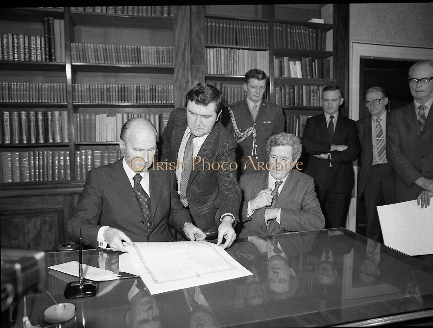 Dissolution of  22nd  Dáil Éireann 1982. .27/01/1982.01/27/82.27th January 1982.Photograph of the President, Patrick Hillary preparing to sign the warrant of dissolution of the Dáil. The signing was carried out at  Áras an Uachtaráin