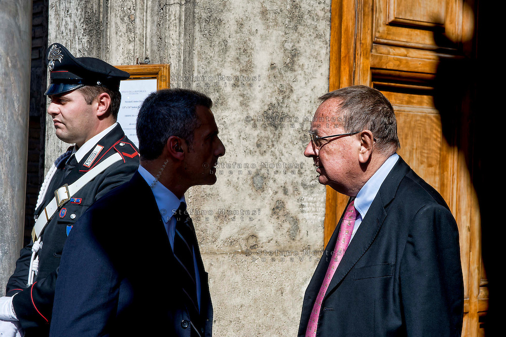 Roma 2 Ottobre 2013<br /> Paolo Bonaiuti portavoce del Presidente Silvio Berlusconi,  lascia il Senato dopo il voto di fiducia<br /> Paolo Bonaiuti spokesman of President Silvio Berlusconi leaves the Senate after the vote of confidence